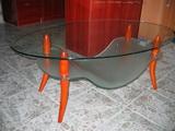 hajlított üvegasztal, egyedi dohányzóasztal