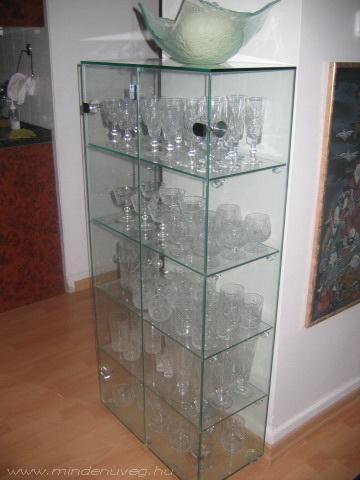 Üveg szekrényajtó